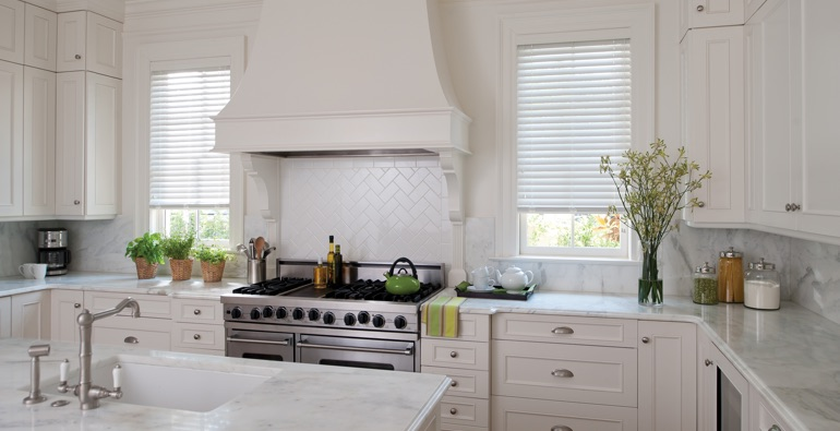 Cleveland kitchen white blinds